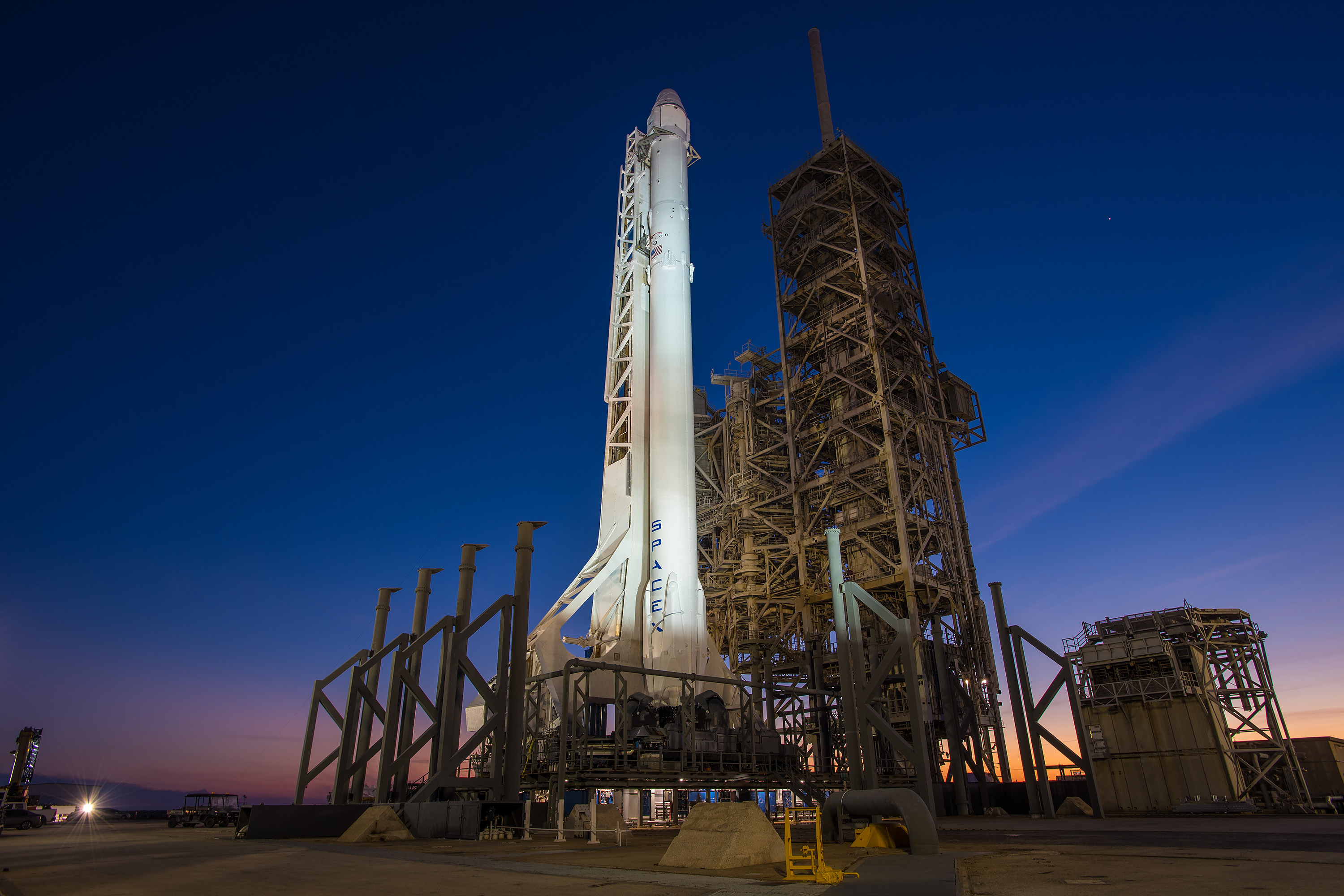 SpaceX Falcon 9 Launcher with Dragon Spacecraft